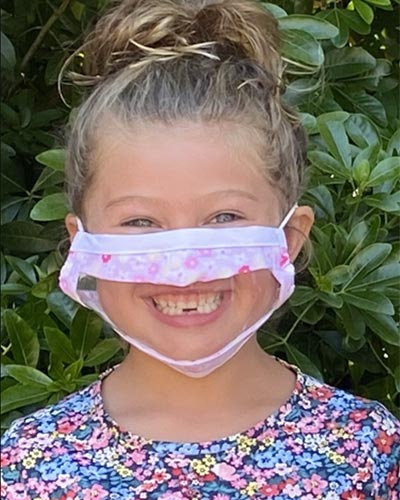 Face mask with window for children in pink